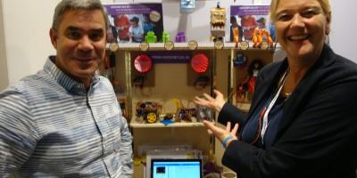 Peter Heldens (l) en Pauline Maas (r) de ontwikkelaars van het Microbit101-pakket