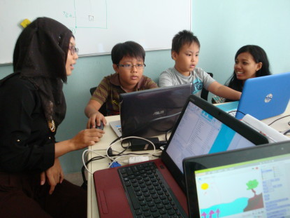 Kinderen in Jakarta leren programmeren met Scratch