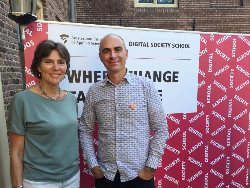 Links Edith Zweerman, HVA-communicatie, en rechts Marco van Hout, head of programmering & impact van de DSS